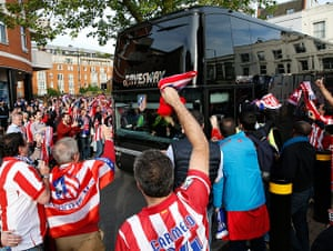 Tom's Chelsea pics: Atletico team bus