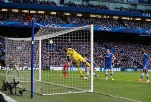 Tom's Chelsea pics: Koke shot hits the bar