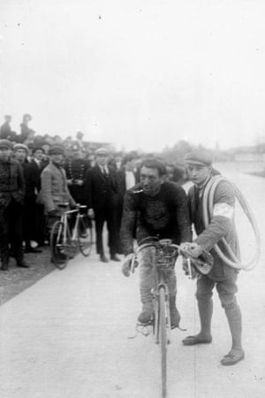 Charles Deruyter finishing first of the Circuit des champs de bataille at the Parc des Princes