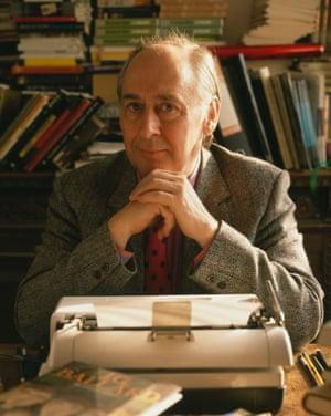 JG Ballard at his typewriter, March 1989