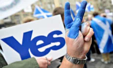 BRITAIN-SCOTLAND-POLITICS-REFERENDUM-yes-fingers