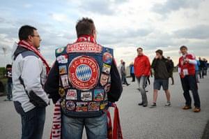 Bayern v United: Bayern fans gather outside the Allianz Arena