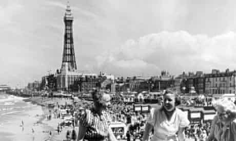 The beach and tower at Blackpool in 1947