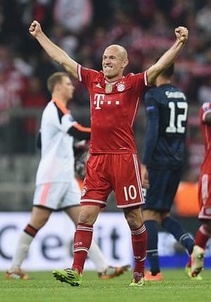 Bayern v United: Arjen Robben celebrates