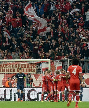 Bayern v United: Bayern fans celebrate