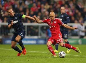 Bayern v United: Arjen Robben scores to make it 3-1