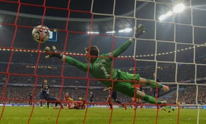 Bayern v United: David de Gea is beaten by Mario Mandzukic