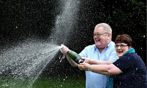 Scottish EuroMillions lottery winners Colin and Chris Weir have donated 85% of Yes Scotland funds