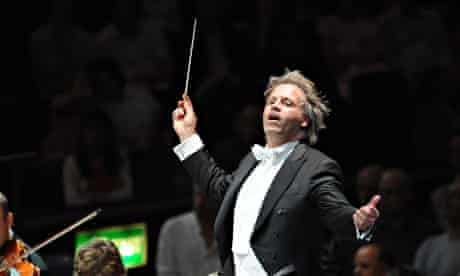 Markus Stenz conductiung Gürzenich Orchestra Köln in 2008