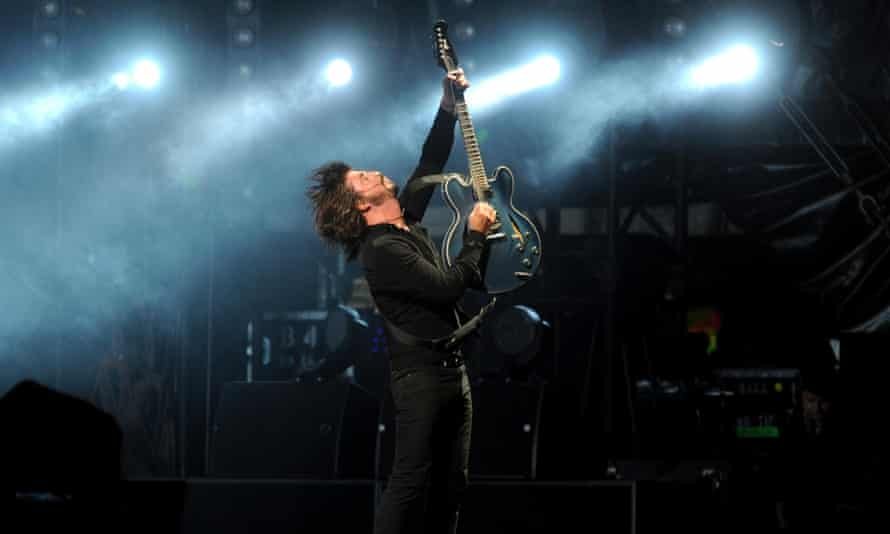 Dave Grohl performs with the Foo Fighters
