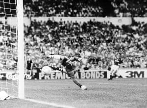 memory lane: Neville Southall is beaten by a long range shot