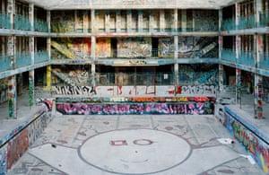 Piscine molitor renaissance of a parisian art deco for Piscine molitor swimming pool