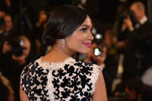 """US actress Rosario Dawson poses as she arrives for the screening of the film """"Captives""""."""