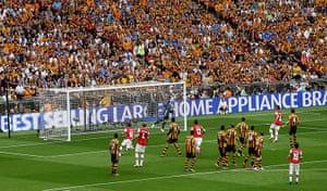 arsenal v hull: Santi Cazorla scores a free kick