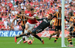 fa cup final gallery: Arsenal equalise
