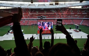 fa cup final : Arsenal  fans