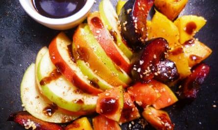 leftover apple recipe: Rojak Malaysian mixed fruit salad