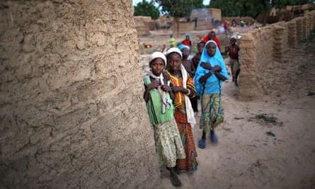 Girls watching Niger