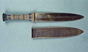 Tutankhamun's iron dagger