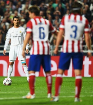 Cristiano Ronaldo lines up his free-kick.