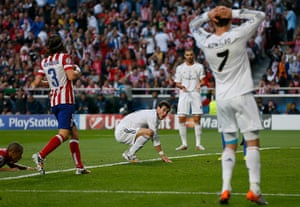 Champions League-: Real Madrid's Bale reacts