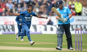 Nuwan Kulasekara of Sri Lanka celebrates dismissing Ian Bell of England.