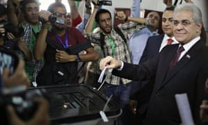 Presidential candidate Hamdeen Sabahi casts his vote in Cairo during the election