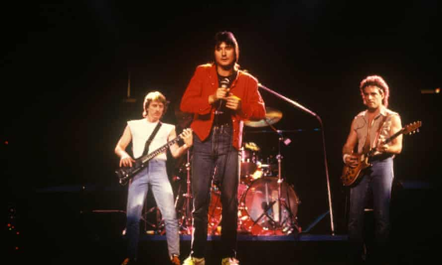 Photo of Steve Perry and Journey and Ross Valory and Neal Schon performing live onstage  (Photo by Ebet Roberts/Redferns)