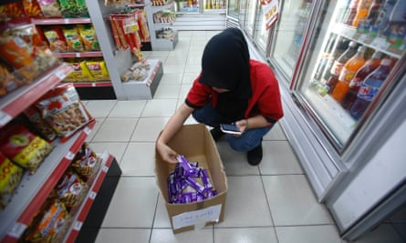Cadbury chocolates are taken off the shelves in Shah Alam, outside Kuala Lumpur, after pig DNA was found during tests for non-halal substances.