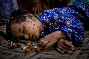 20 photos: A girl, displaced by floods, sleeps on a makeshift bed in Pakistan