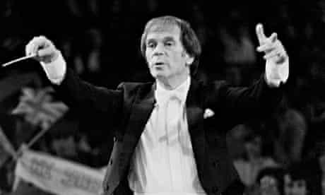 Antony Hopkins conducting in 1985.
