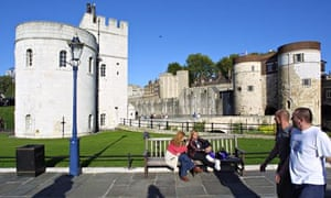 Poppies to fill Tower of London moat in first world war commemoration