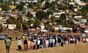 South Africans waiting in a long queue