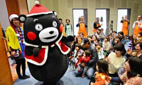 Kumamon entertains Japanese children