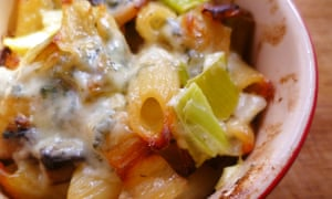 leftover cheese recipe: blue cheese leek and mushroom pasta bake