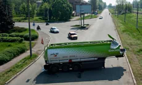 Damaged fuel tanker blocks road in Konstantinovka
