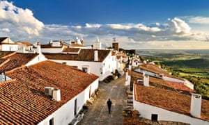 Portugal, Alentejo: View to historical village of Monsaraz