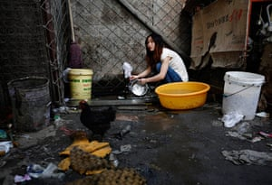 e-waste from the agencies: A woman washes dishes