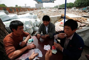 e-waste from the agencies: Recycling workers play poker