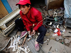 e-waste from the agencies: A woman dismantles a broken air-conditioning unit