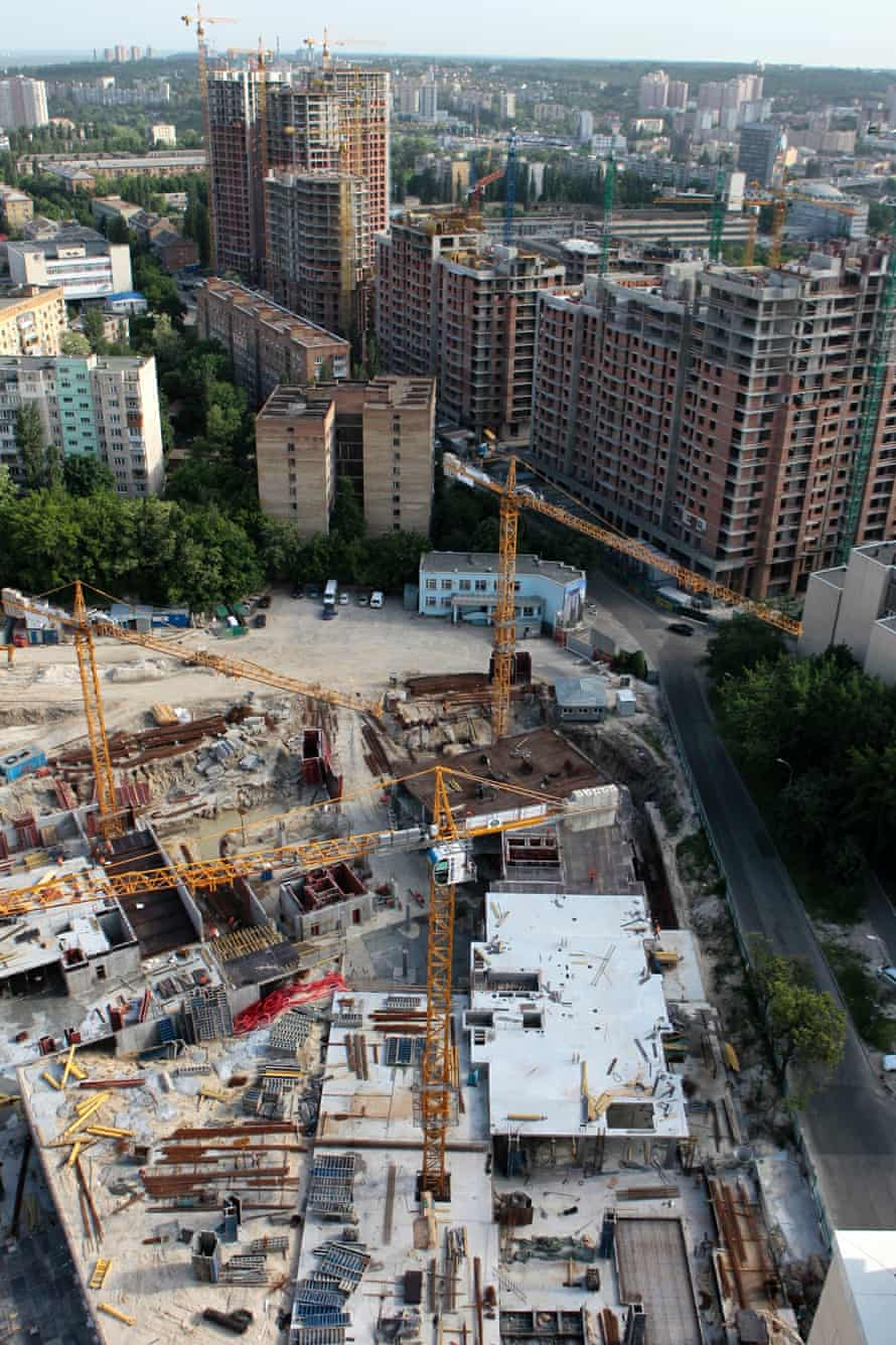 A sprawling construction site on Saperne Pole Street in central Kiev.