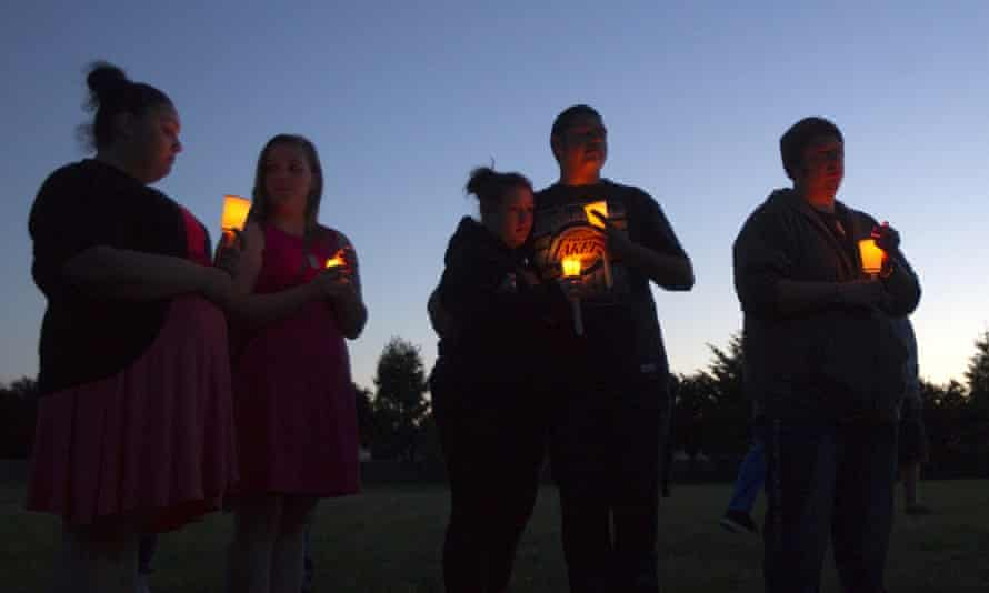 Well-wishers hold candles for Emilio Hoffman, the victim of a school shooting on June 10 in Troutdale, Oregon. (Photo by Natalie Behring/Getty Images)