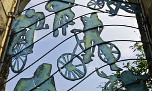 Sculpture at the former Mangotsfield Railway Station - cycling guide page 32