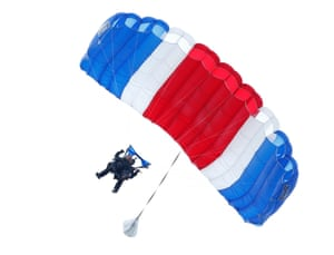 cheap for discount 57eca 5dbc1 George Bush Sr turns 90 – and celebrates with a parachute ...