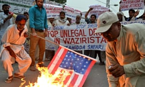 Pakistani demonstrators burn a US flag d