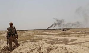 库尔德佩什梅加部队和伊拉克特种部队在石油资源丰富的伊拉克基尔库克市外部署军队