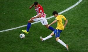 Oscar scores the third goal.