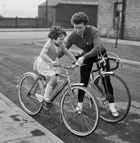 Beryl Burton with her daughter Denise