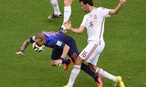 Wesley Sneijder vies with Spain's midfielder Sergio Busquets.
