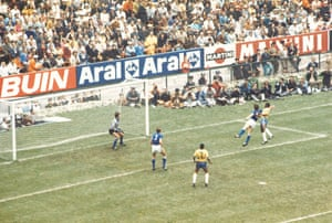 The Brazilian striker Pele scores the first goal with a header in the final match of the World Cup in 1970